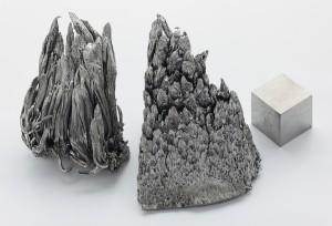 Yttrium_sublimed_dendritic_and_1cm3_cube