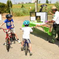 Urban Park Rangers share information about wildlife. (Photo: Malcolm Pinckney, NYC Parks)